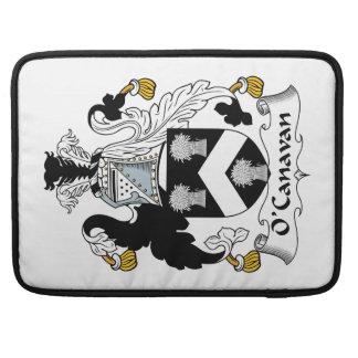 Escudo de la familia de O'Canavan Funda Para Macbook Pro