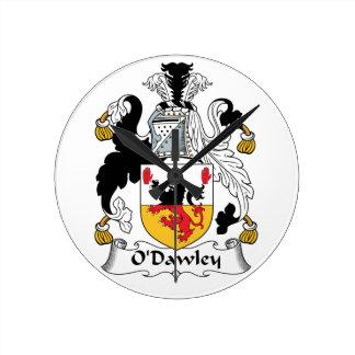 Escudo de la familia de O'Dawley Reloj Redondo Mediano