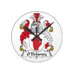 Escudo de la familia de O'Devaney Reloj De Pared
