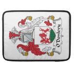 Escudo de la familia de O'Donlevy Fundas Macbook Pro