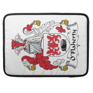 Escudo de la familia de O'Flaherty Fundas Para Macbook Pro