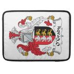 Escudo de la familia de O'Grady Fundas Para Macbooks