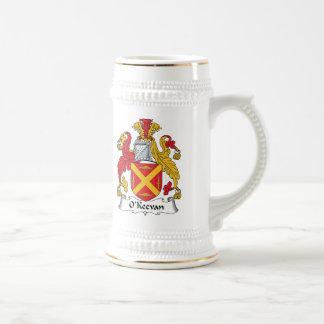 Escudo de la familia de O'Keevan Jarra De Cerveza