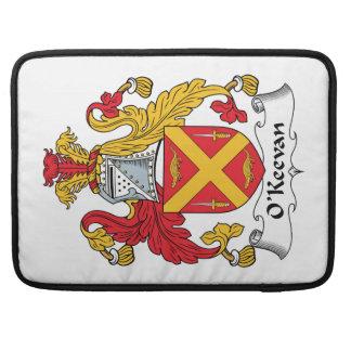 Escudo de la familia de O'Keevan Fundas Para Macbook Pro