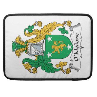 Escudo de la familia de O'Malone Fundas Macbook Pro