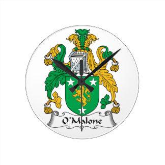 Escudo de la familia de O'Malone Reloj De Pared