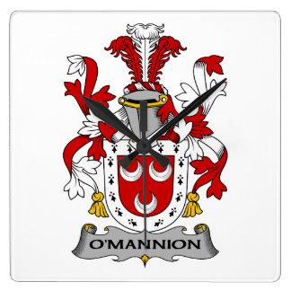 Escudo de la familia de O'Mannion Relojes De Pared