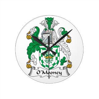 Escudo de la familia de O'Mooney Reloj Redondo Mediano