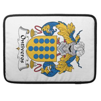 Escudo de la familia de Ontiveros Funda Para Macbooks