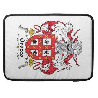 Escudo de la familia de Orozco Fundas Para Macbooks