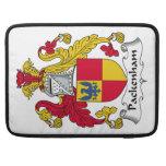 Escudo de la familia de Packenham Fundas Para Macbooks