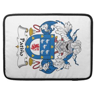 Escudo de la familia de Patino Funda Para Macbooks