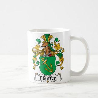 Escudo de la familia de Pfeiffer Taza Básica Blanca