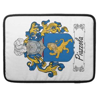 Escudo de la familia de Piazzola Fundas Macbook Pro