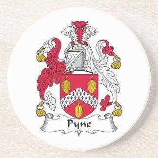 Escudo de la familia de Pyne Posavaso Para Bebida