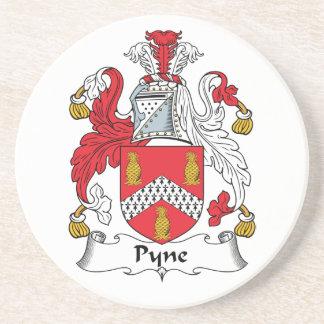 Escudo de la familia de Pyne Posavasos De Arenisca