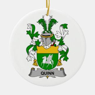 Escudo de la familia de Quinn Adorno Navideño Redondo De Cerámica
