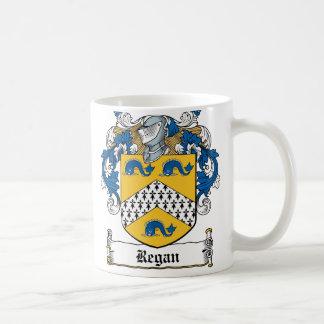 Escudo de la familia de Regan Taza Básica Blanca