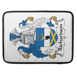 Escudo de la familia de Richardson Fundas Para Macbook Pro