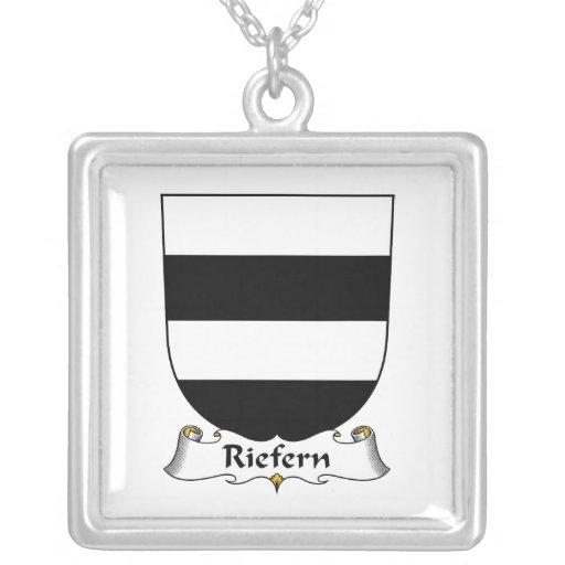 Escudo de la familia de Riefern Collar Personalizado