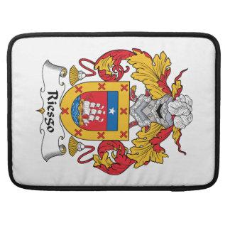 Escudo de la familia de Riesgo Fundas Para Macbook Pro