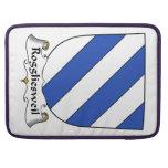 Escudo de la familia de Roggliesweil Fundas Para Macbooks