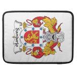 Escudo de la familia de Sanjurjo Fundas Para Macbooks