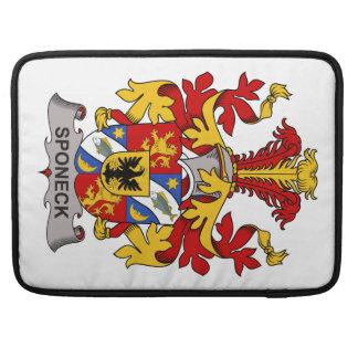 Escudo de la familia de Sponeck Funda Para Macbook Pro