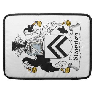 Escudo de la familia de Staunton Funda Para Macbook Pro