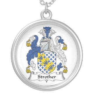 Escudo de la familia de Strother Grimpola