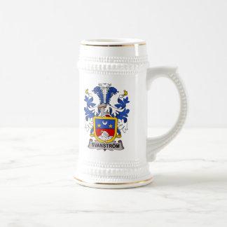 Escudo de la familia de Svanstrom Jarra De Cerveza