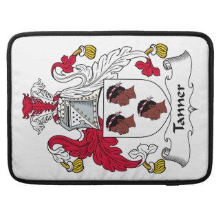 Escudo de la familia de Tanner Fundas Para Macbooks
