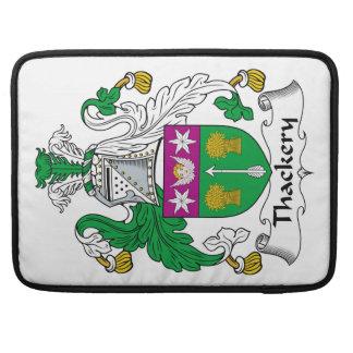 Escudo de la familia de Thackery Fundas Macbook Pro