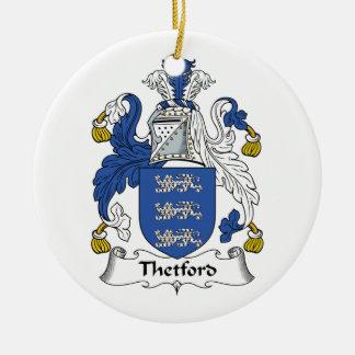Escudo de la familia de Thetford Adorno Navideño Redondo De Cerámica