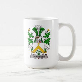 Escudo de la familia de Thygesen Taza Básica Blanca