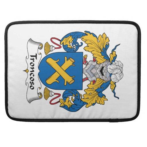 Escudo de la familia de Troncoso Funda Macbook Pro