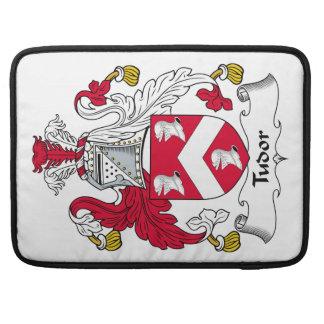 Escudo de la familia de Tudor Fundas Para Macbooks