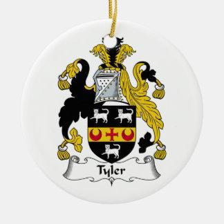 Escudo de la familia de Tyler Adorno Navideño Redondo De Cerámica