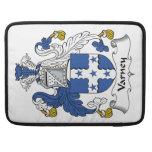Escudo de la familia de Varney Funda Para Macbooks