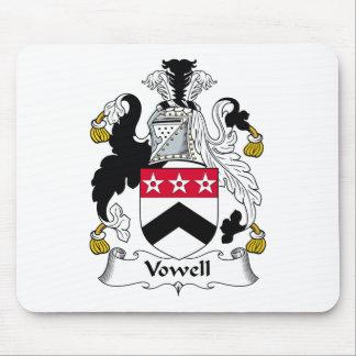 Escudo de la familia de Vowell Mousepads