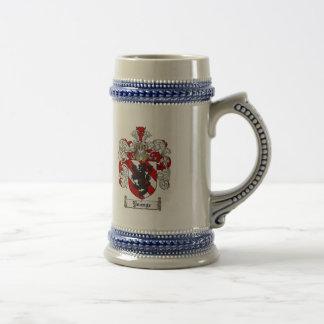 Escudo de la familia de Younge del escudo de armas Jarra De Cerveza