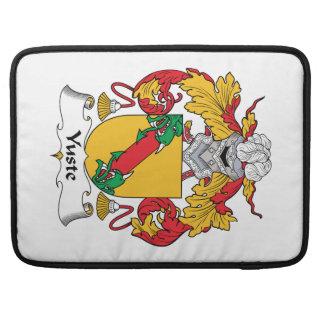 Escudo de la familia de Yuste Fundas Para Macbook Pro