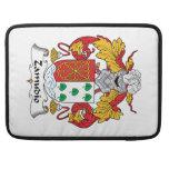Escudo de la familia de Zamudio Fundas Para Macbook Pro