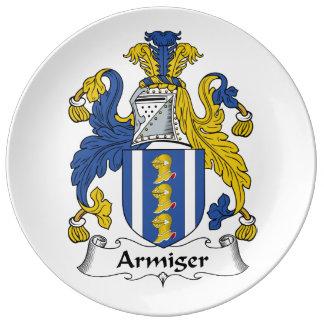 Escudo de la familia del Armiger Platos De Cerámica