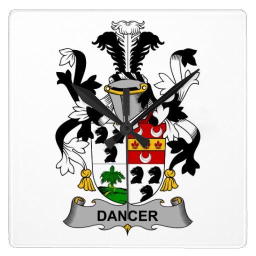 Escudo de la familia del bailarín reloj de pared