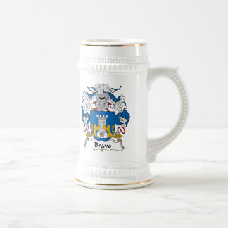 Escudo de la familia del bravo jarra de cerveza