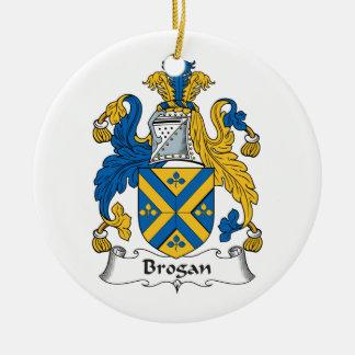 Escudo de la familia del Brogan Adorno Redondo De Cerámica