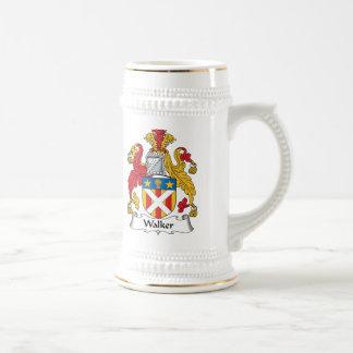 Escudo de la familia del caminante jarra de cerveza