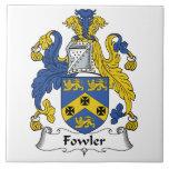 Escudo de la familia del cazador de aves azulejo cerámica