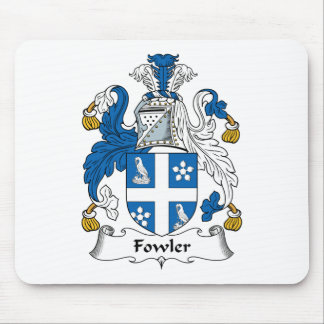 Escudo de la familia del cazador de aves mouse pads